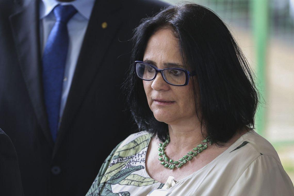 """Demarcação de terras será pauta de """"muita conversa"""", diz nova ministra"""