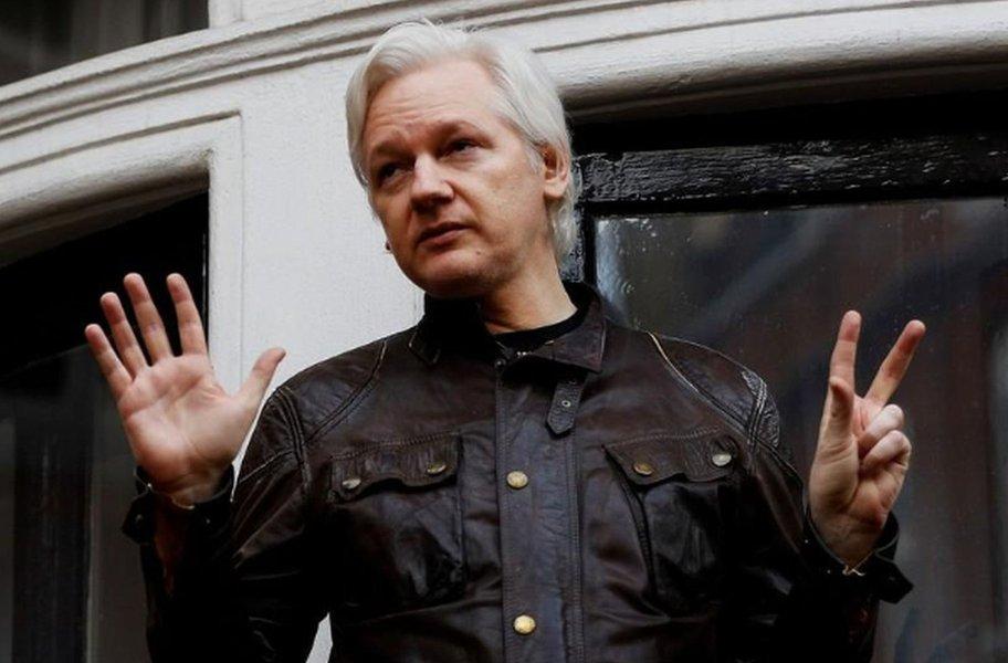 Assange quer depor no Senado dos EUA sobre interferência russa na eleição