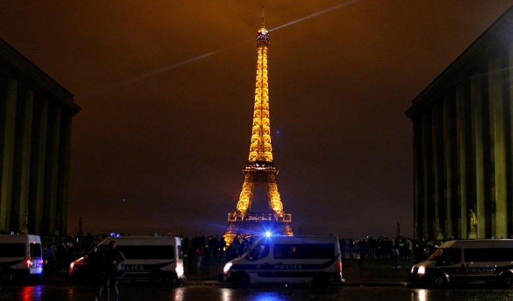 França fechará Torre Eiffel e Louvre com medo de novos protestos