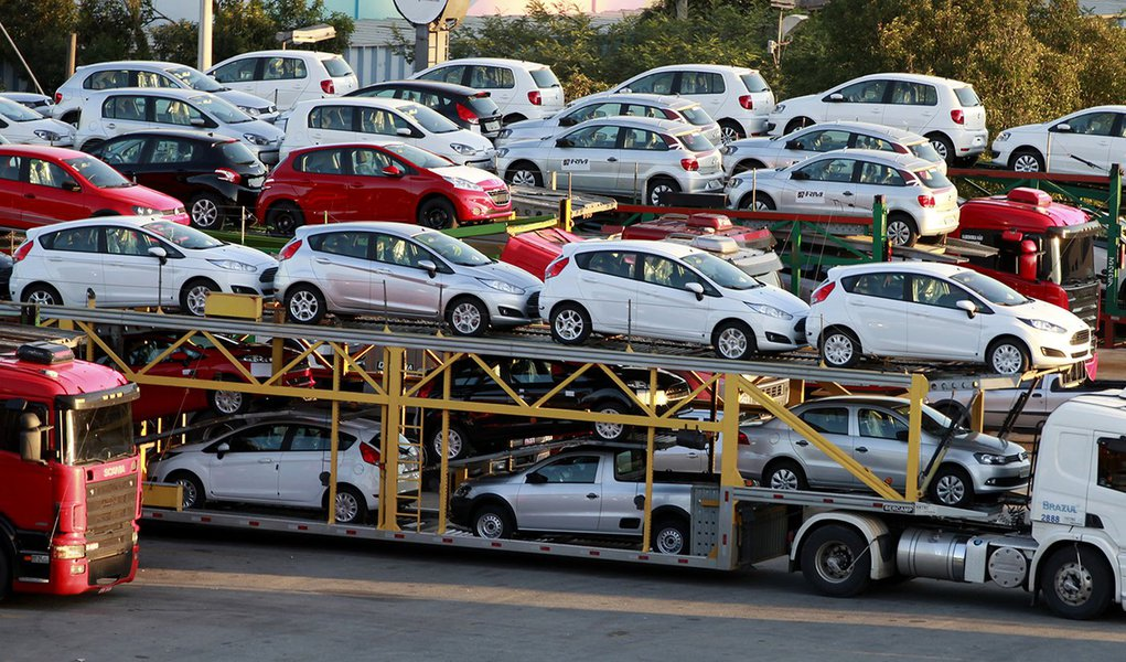 Produção de veículos despenca em novembro, diz Anfavea