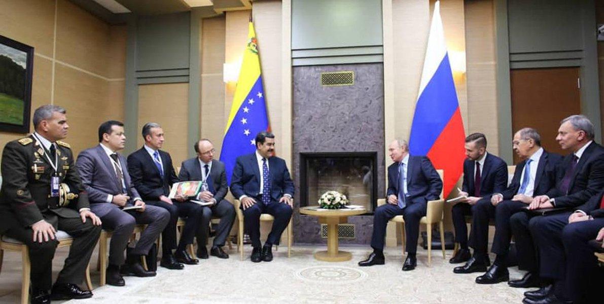 Na Rússia, Maduro recebe solidariedade de Vladimir Putin