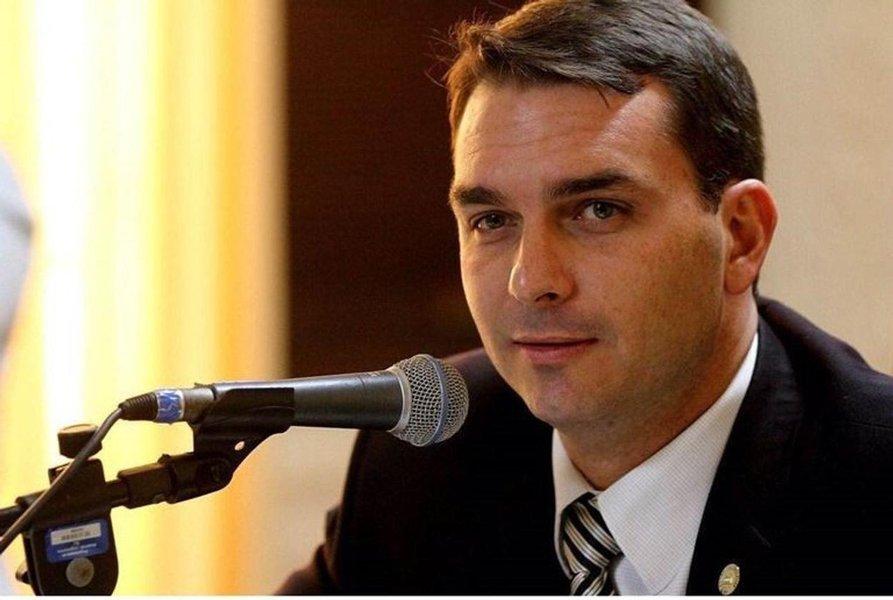 Assessor de Flávio Bolsonaro movimentou R$ 1,2 milhão