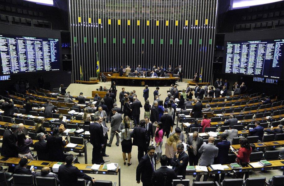 Câmara libera municípios a estourar limite de gastos com pessoal