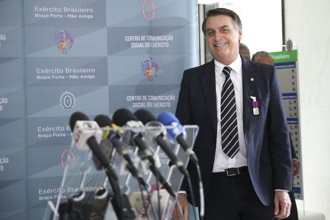 Bolsonaro ganha medalha que Ustra e outros torturadores também receberam