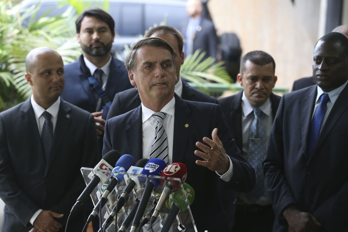 TSE rejeita cassar candidatura de Bolsonaro