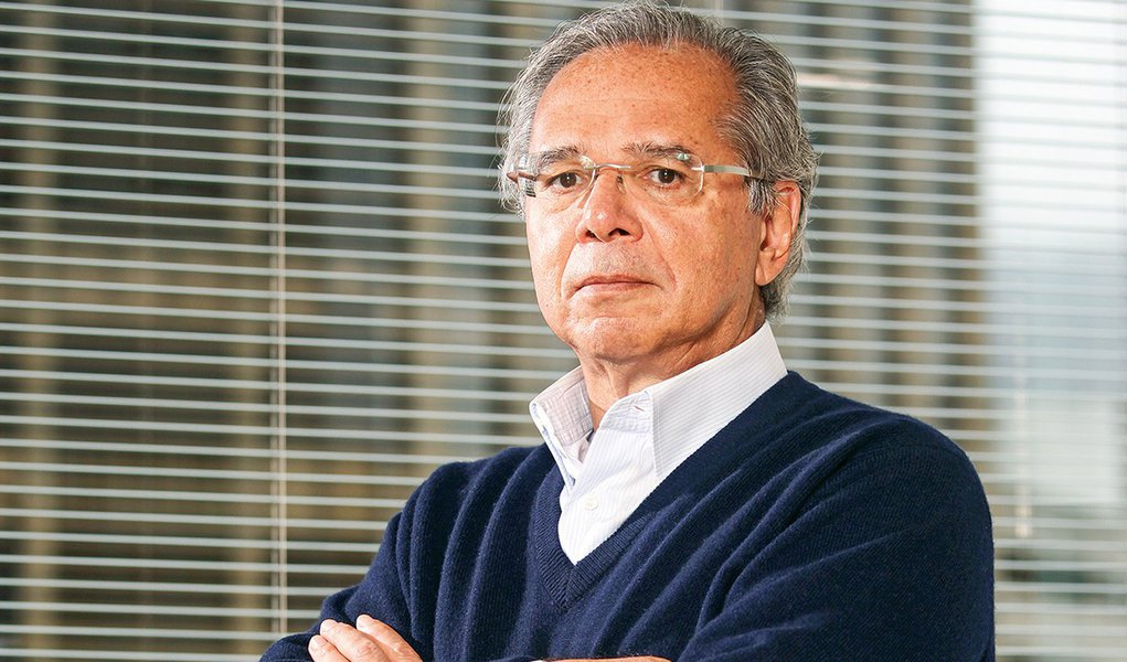 Defesa de Paulo Guedes pede para adiar depoimento