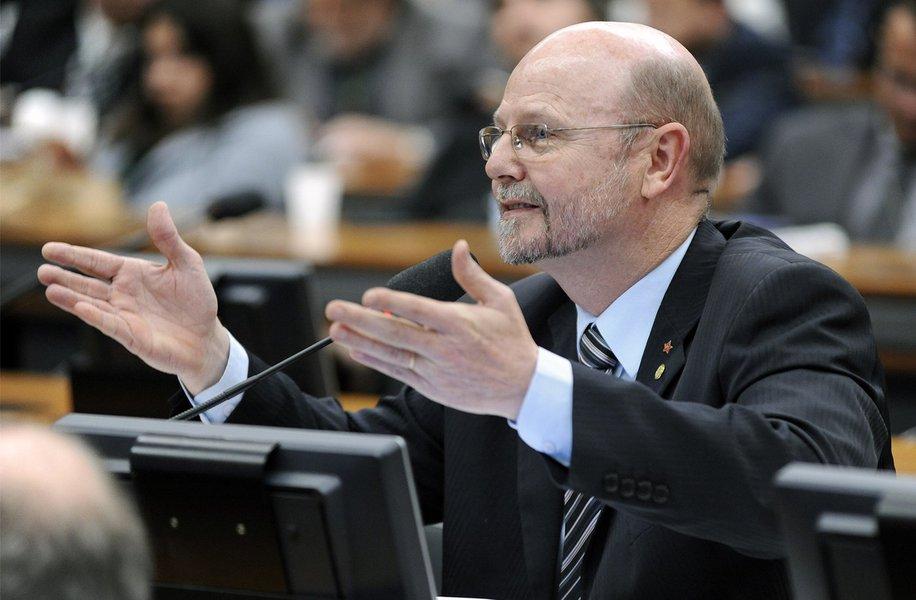 Discurso de privatização da Petrobras baseia-se em mentiras, diz deputado