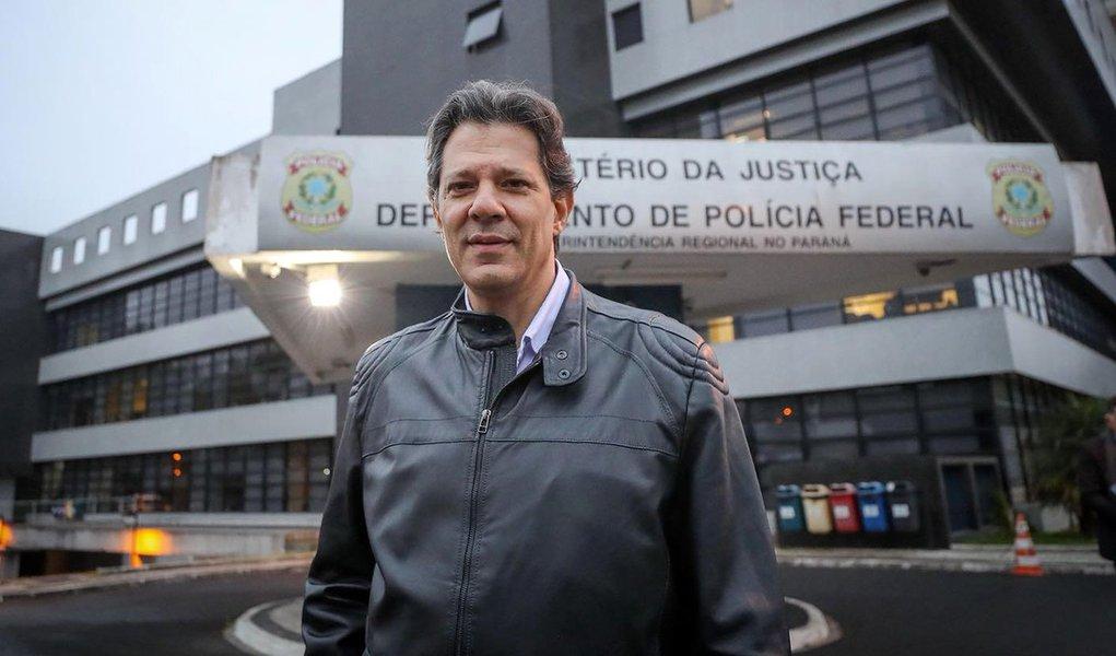 Lava Jato quer limitar acesso de Haddad a Lula