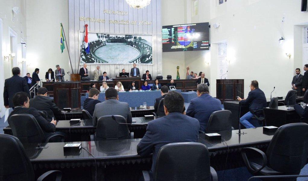 Governadores eleitos assumem sob ameaça de 'pautas-bomba'