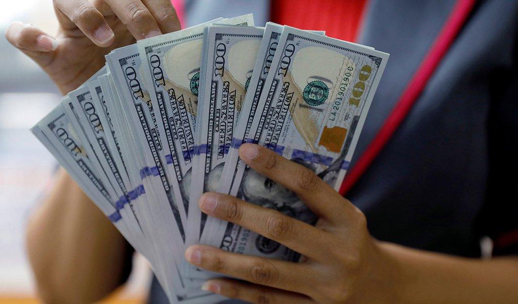 Dólar deve cair 30% a partir de 2019 devido ao 'triplo déficit' dos EUA