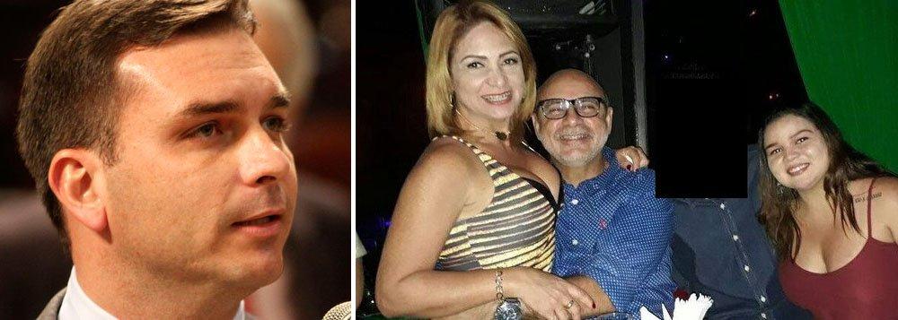 Flávio Bolsonaro empregou família de PM monitorado pelo Coaf