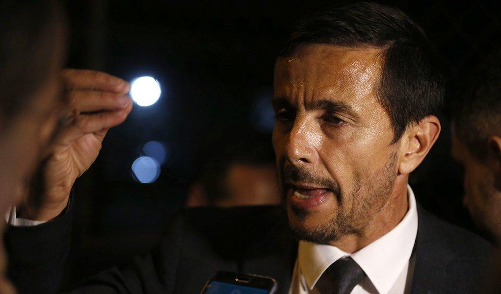 Advogado reafirma que foi contratado por desconhecido para defender Adélio