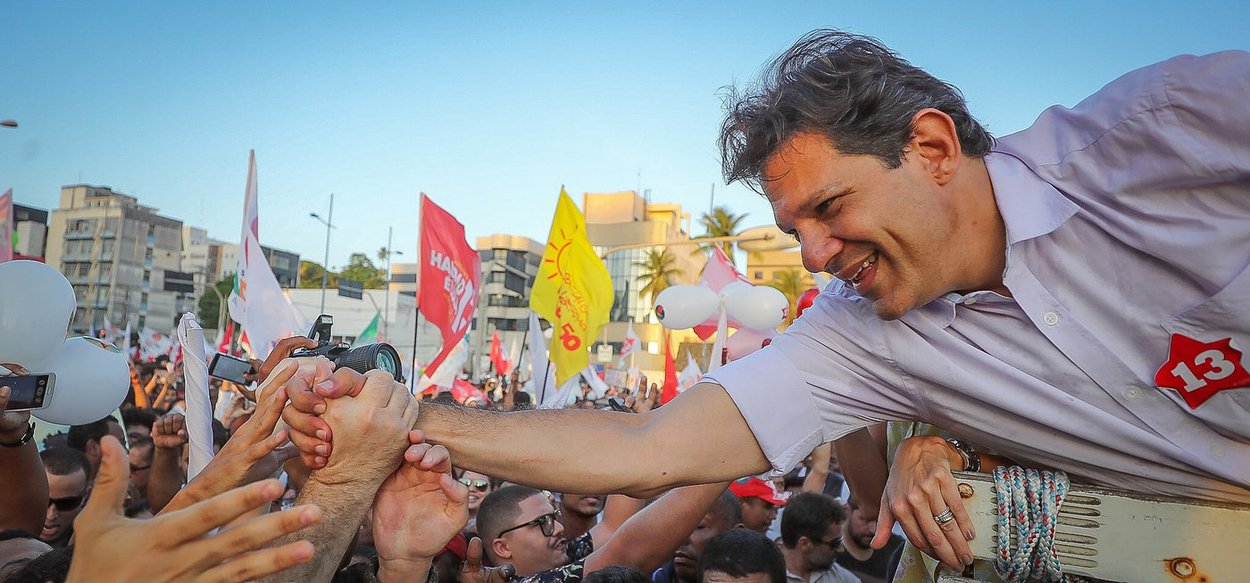 PT aponta Haddad como nova liderança no Brasil