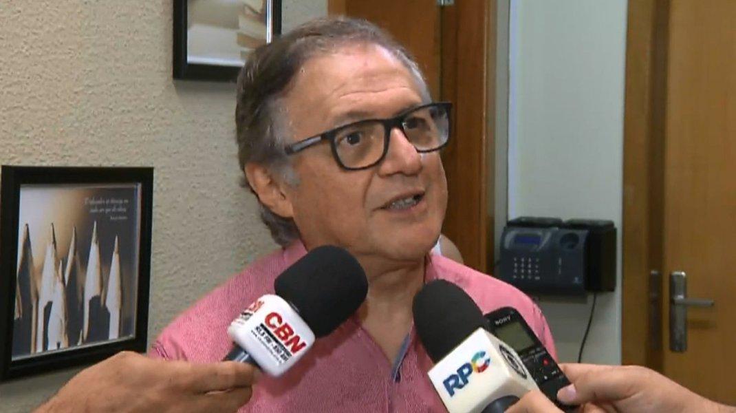 Procuradoria dá 24 horas para Vélez explicar propaganda de Bolsonaro