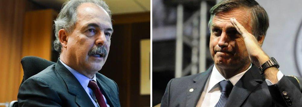 Mercadante: continência de Bolsonaro agride as Forças Armadas
