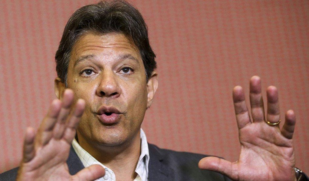 Bolsonaro tem alinhamento cego à gestão Trump, critica Haddad