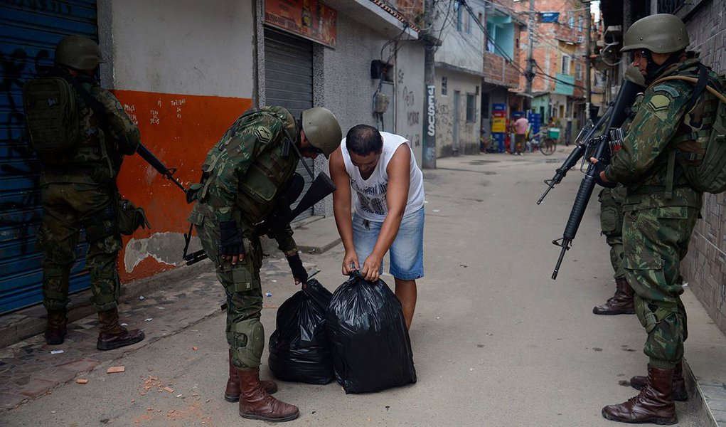 Tijolaço: Estado brasileiro pode ter 'licença para matar'
