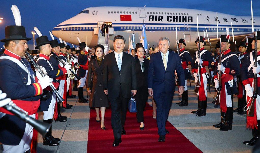 Presidente chinês chega à Argentina para cúpula do G20 e visita de Estado