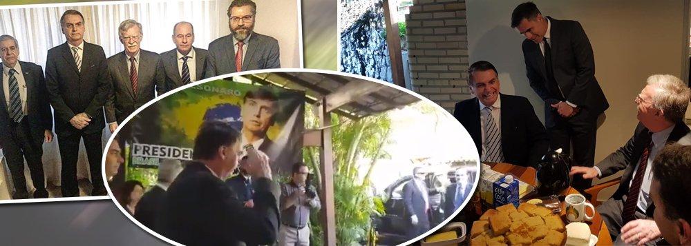 Bolsonaro bate continência para assessor de Trump e humilha brasileiros