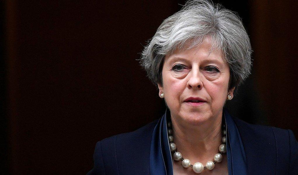 May pede ajuda à União Europeia para aprovar acordo do Brexit
