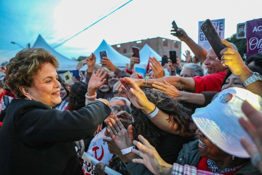 Sondagem 247: para 70%, Dilma Rousseff deve pedir asilo político