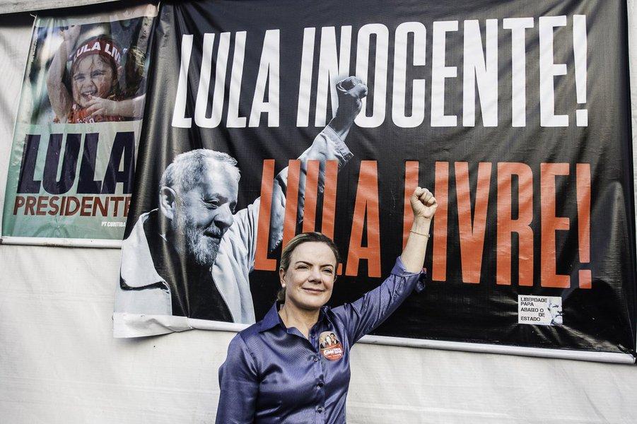 Gleisi vai defender Lula Livre em reunião dos Brics