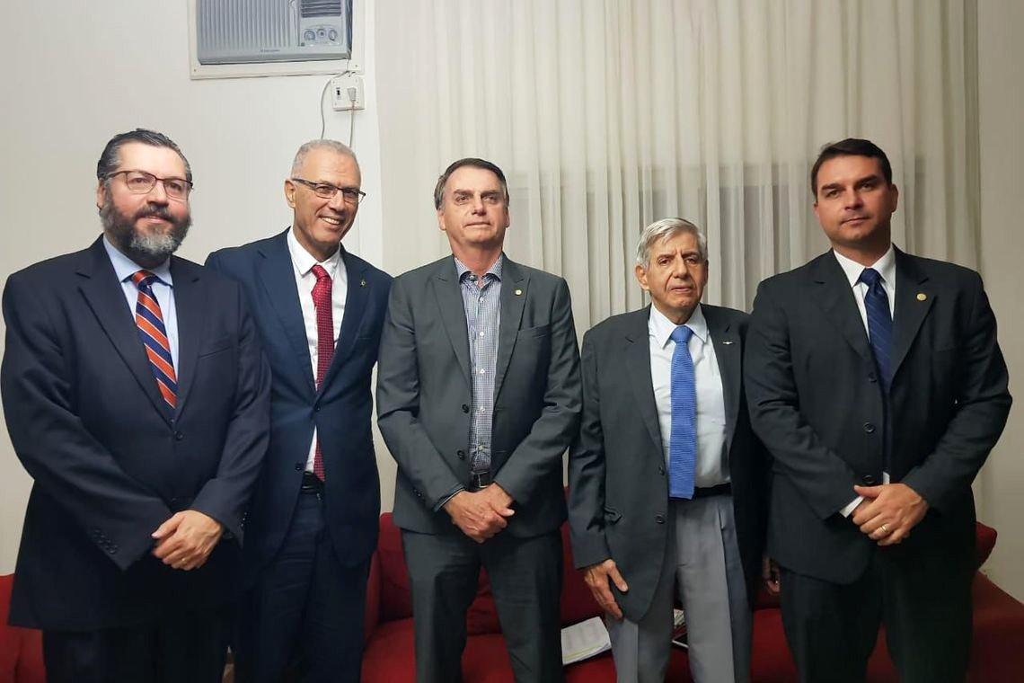 Bolsonaro se reúne com embaixador de Israel pela segunda vez