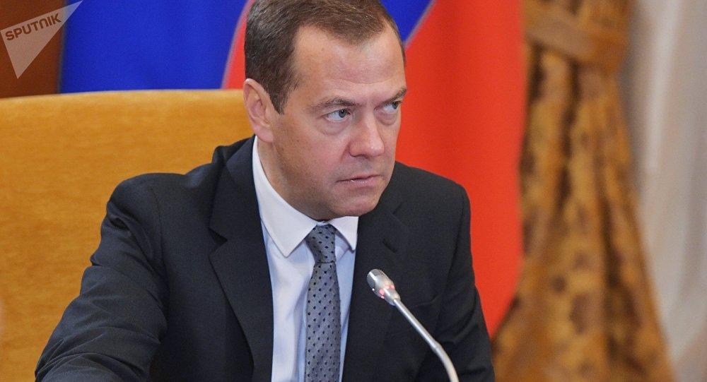 Medvedev fustiga Poroshenko: não tem chances de vencer eleições na Ucrânia