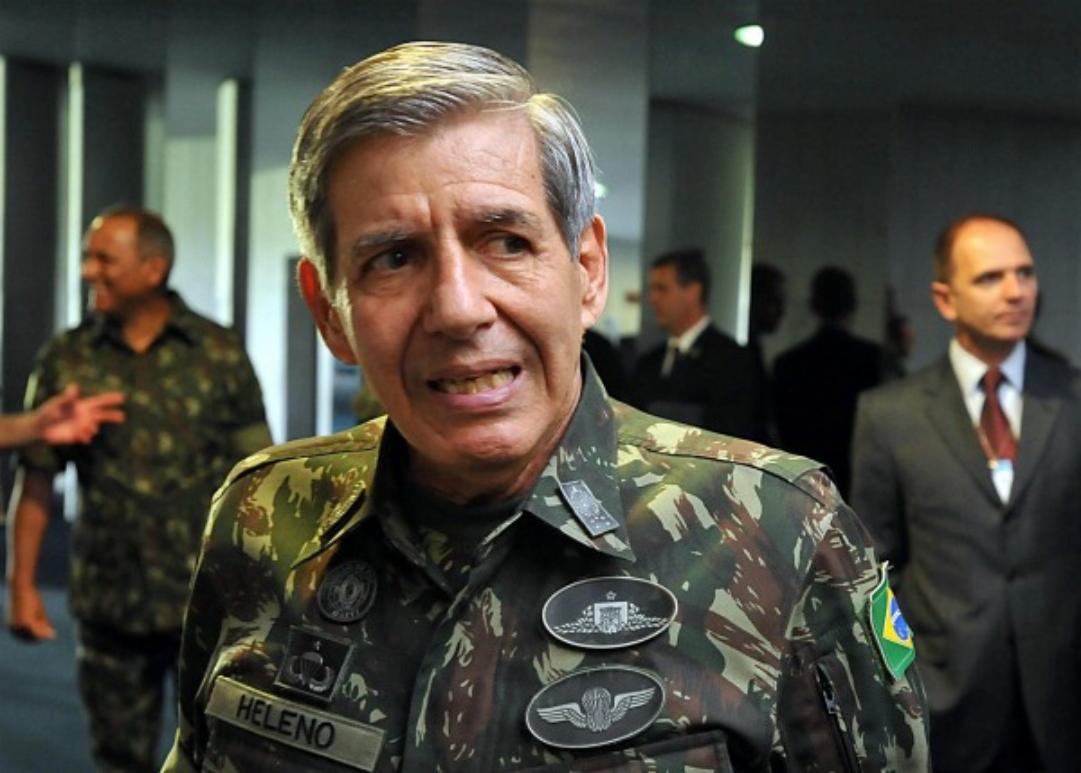 General Heleno foi condenado por contratos irregulares de R$ 22 milhões