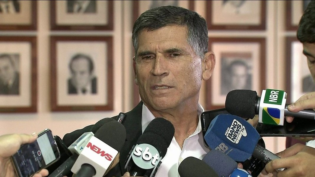 Battisti é assunto do Judiciário, não de política, diz general