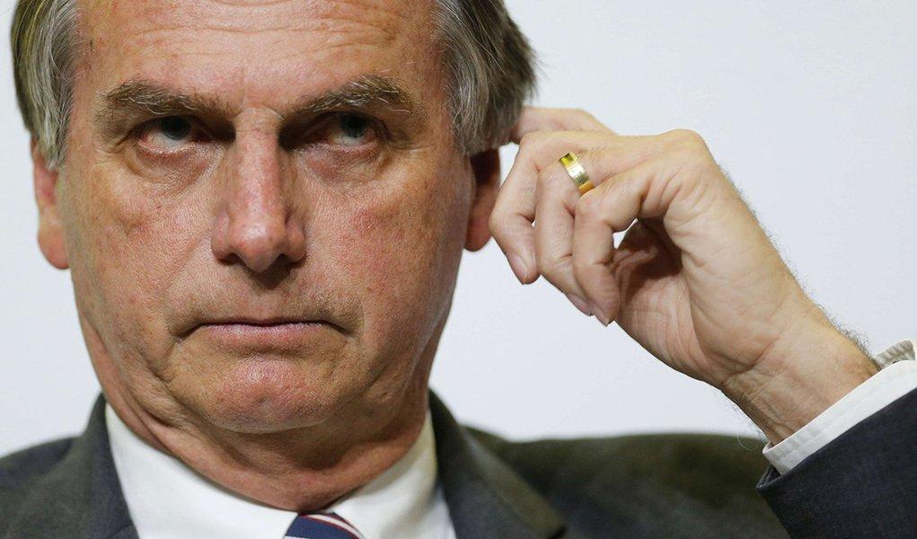 Aliado diz que Bolsonaro não debate porque 'peida'!?