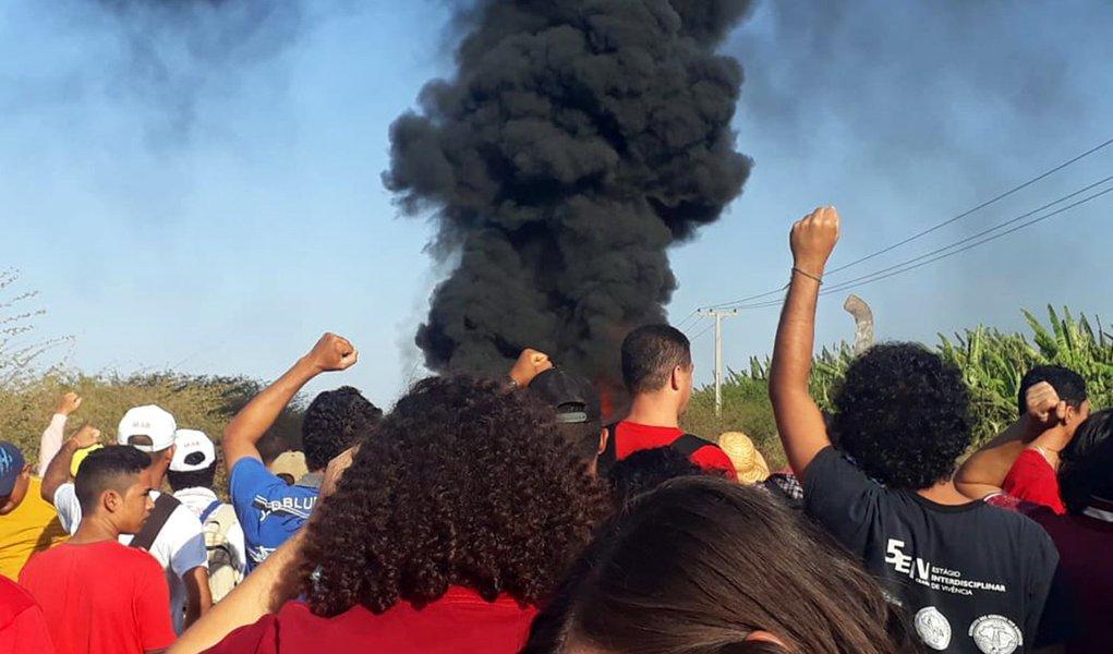 MST denuncia invasão da PM a acampamento no Ceará; há barricadas