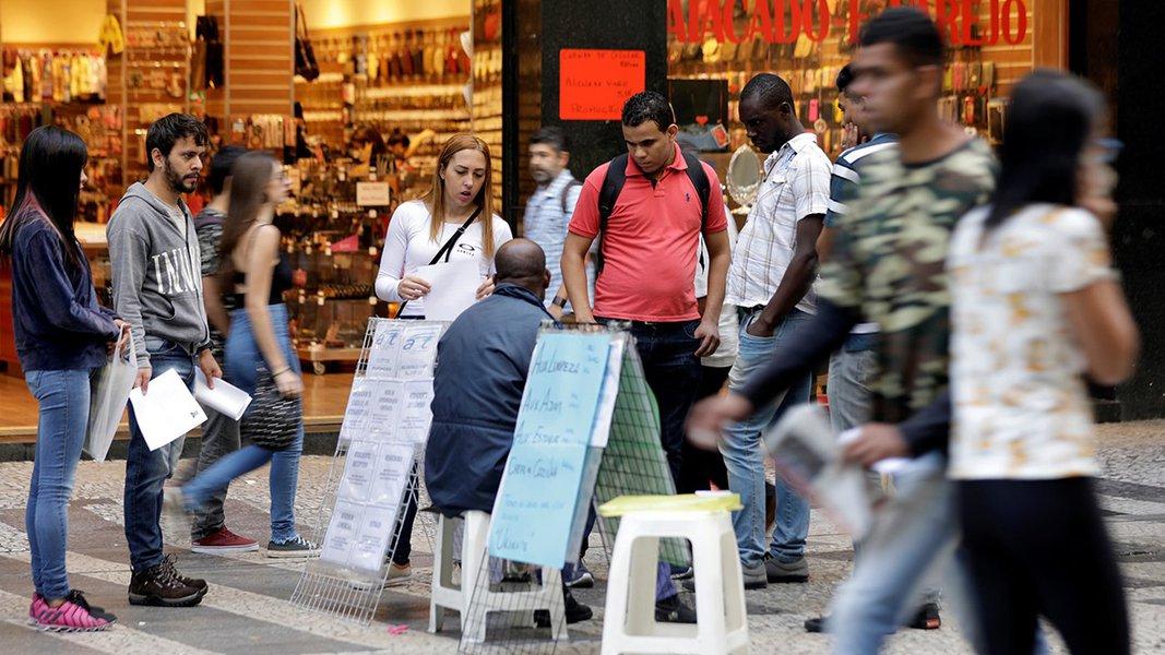 Um em cada três brasileiros tem alguém na família que perdeu o emprego