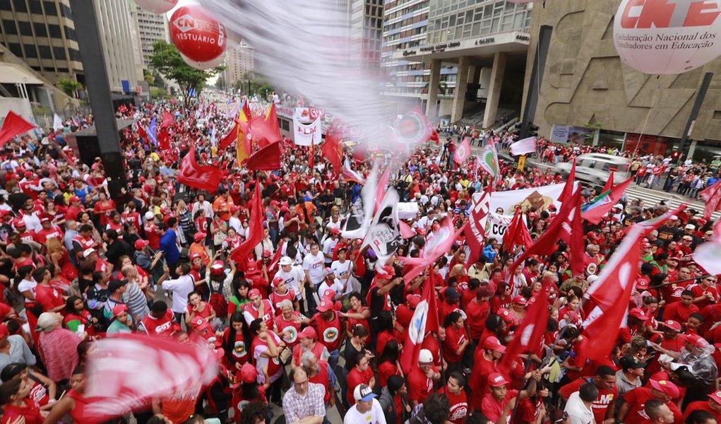 Unidade da esquerda: eixo da frente anti-bolsonaro