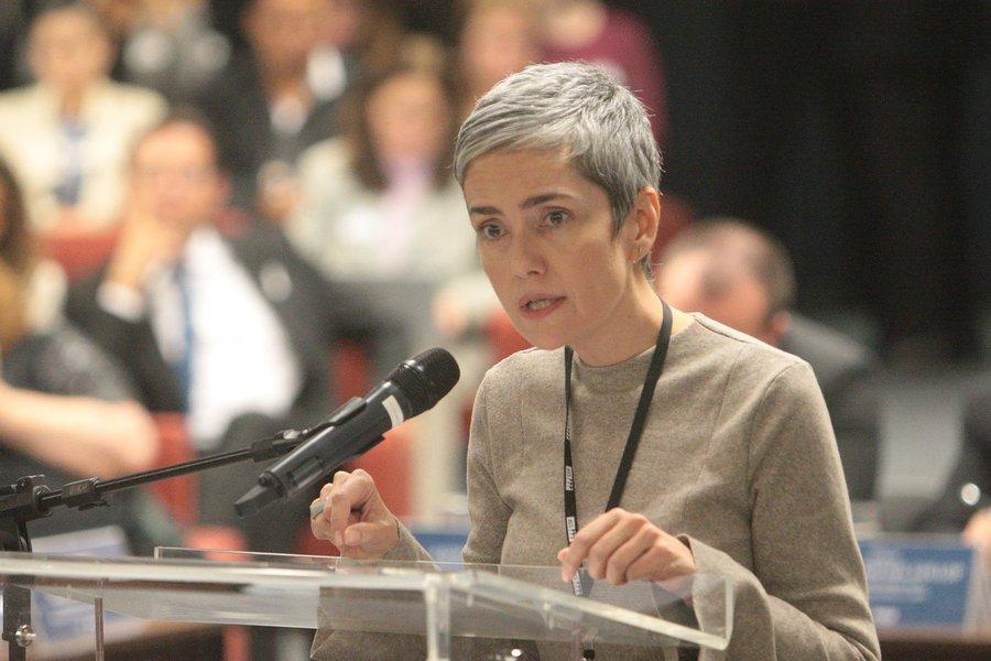 Ameaçada de morte, ativista dos direitos humanos deixa o país