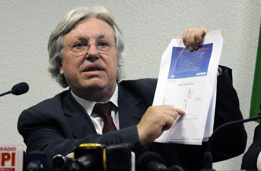 Privatização 'branca' na Petrobras precisa ser freada, afirma Ildo Sauer