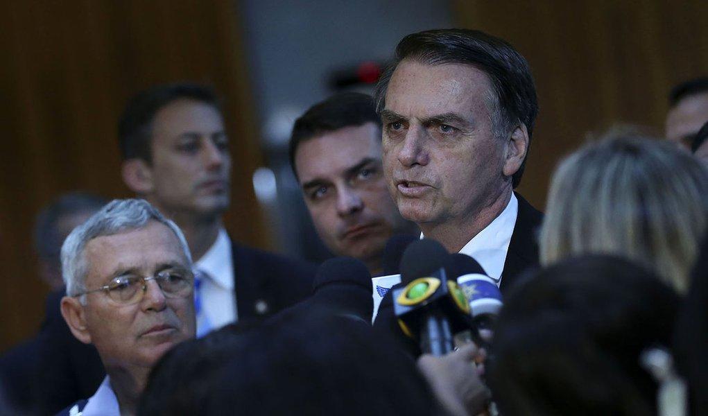 Bolsonaro agora ameaça independência do Enem
