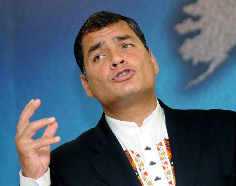 Bloqueado no Facebook, ex-presidente do Equador adere à rede social russa