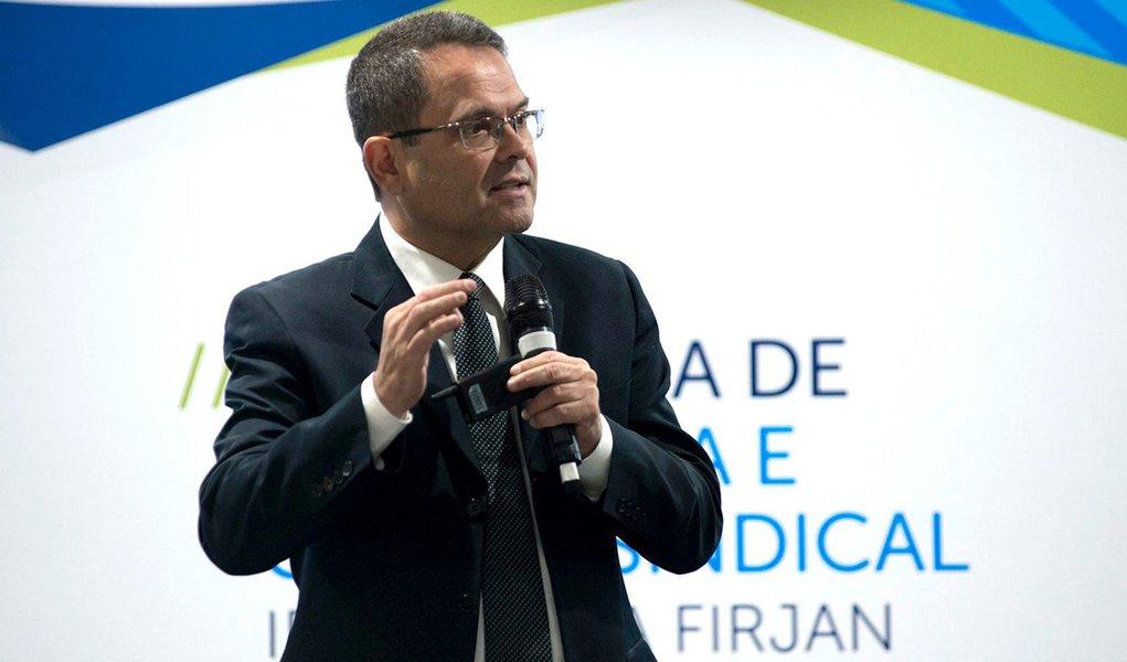 Sidney Rezende sobre entrevista do diretor da PF: por atitudes assim que a democracia ruiu