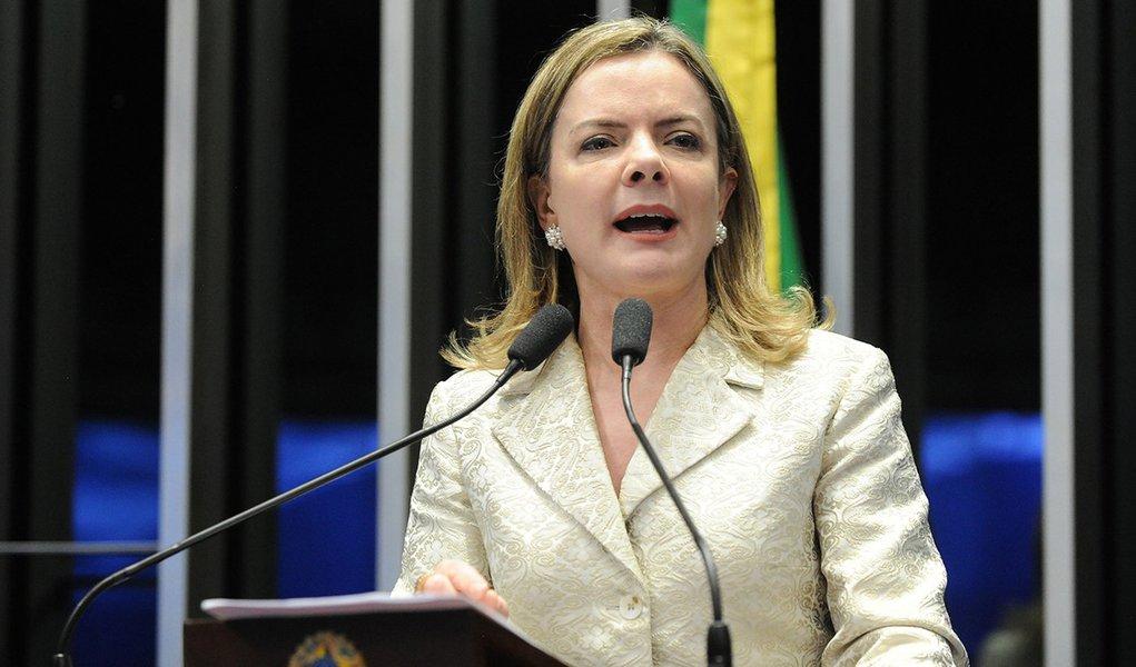 PT pede providências à PGR sobre suspensão do caso contra Queiroz