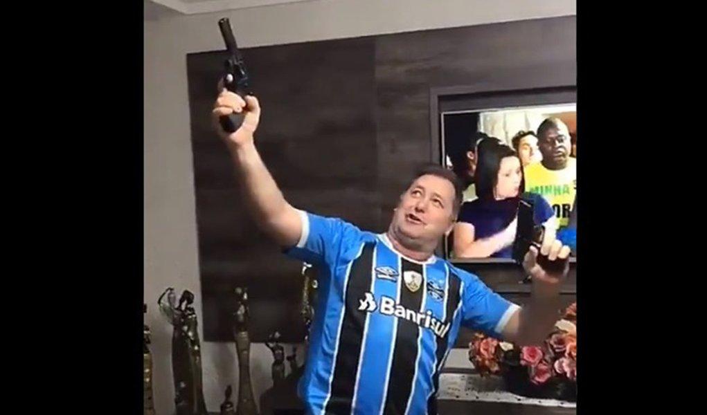 Homem armado durante discurso de Bolsonaro: vai ser assim, Brasil