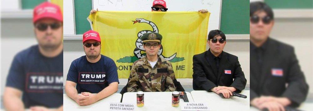Armados e com trajes militares, bolsonaristas anunciam 'nova era' na USP