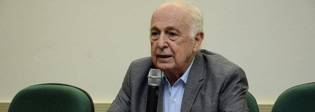 Com 'vergonha', Bresser-Pereira pede união contra violência
