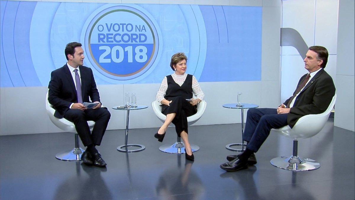 Bolsonaro ignora Globo e dá primeira entrevista para a Record