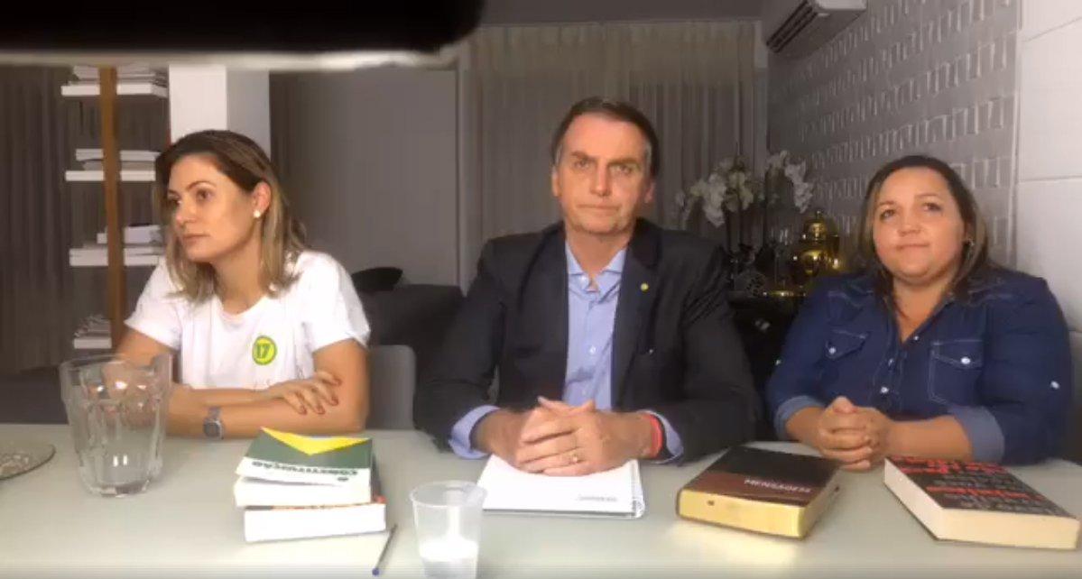 Bolsonaro fala no Facebook: não podíamos mais flertar com o socialismo