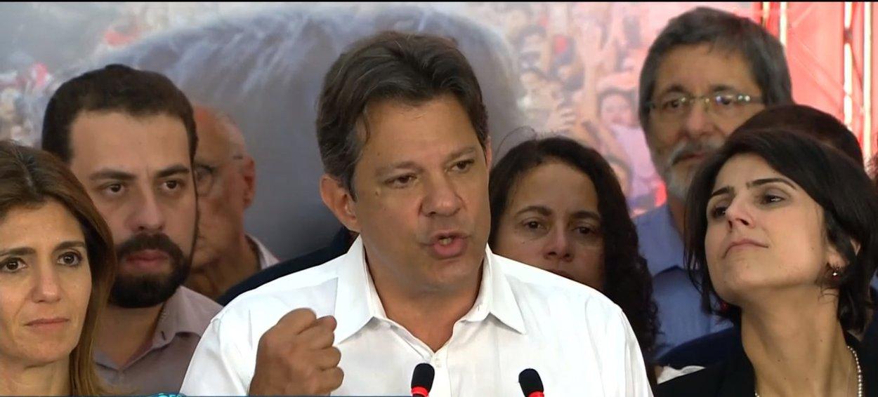 Haddad se apresenta como líder da oposição a Bolsonaro