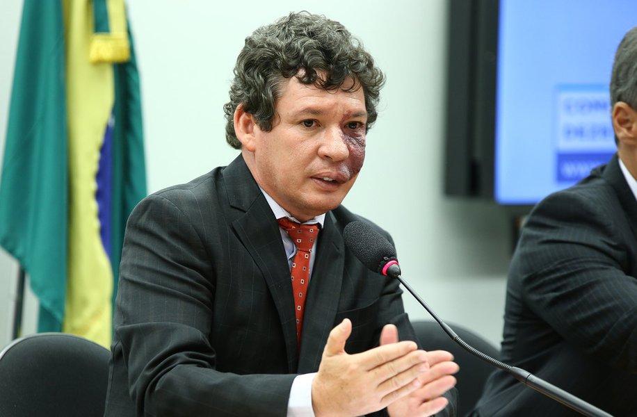 Deputado apresenta projeto para criminalizar fake news no País