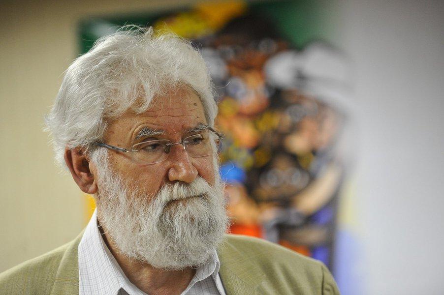 Boff manda recado aos mais pobres: não votem no opressor de vocês