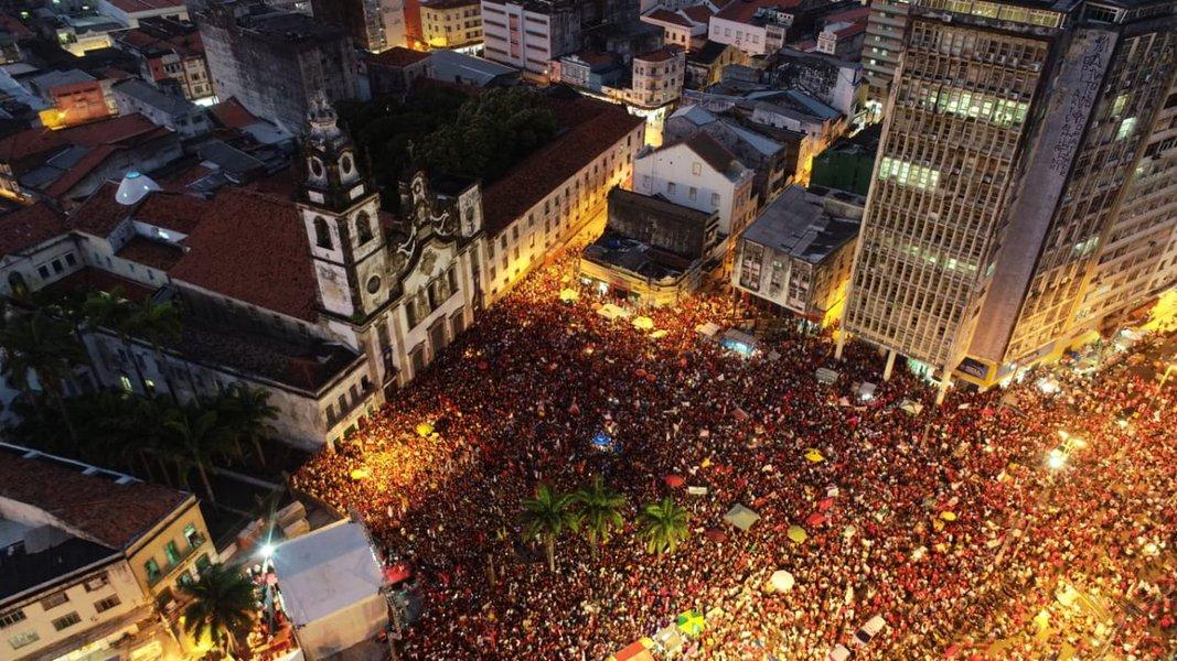 Haddad lota as ruas do Recife em último ato de rua da campanha