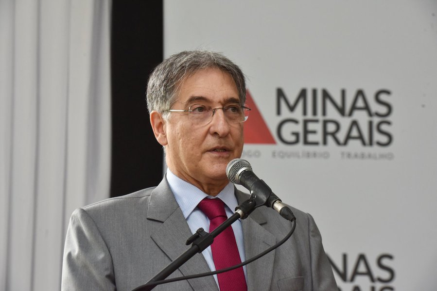 Pimentel quer que estado assuma dívida da UEMG